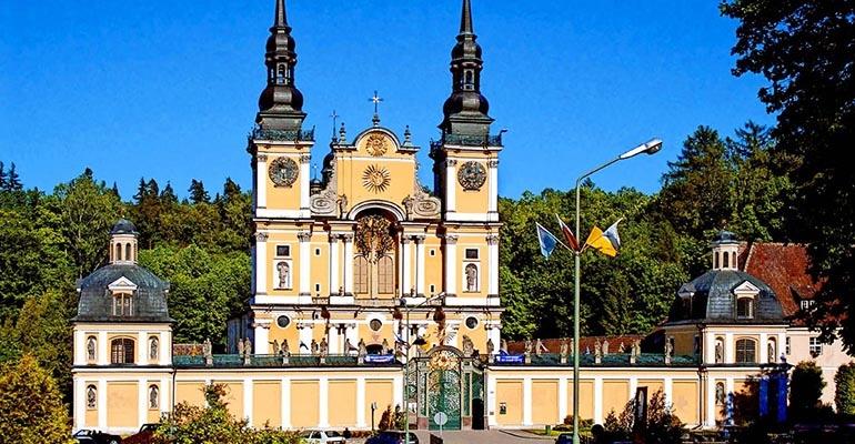Sanktuarium Maryjne W świętej Lipce