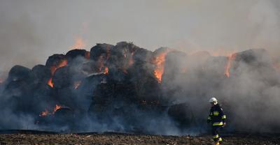 Pożar balotów w Starymgrodzie